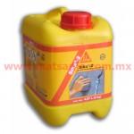 Acelerante ultrarrápido de fraguado y sellador de filtraciones.